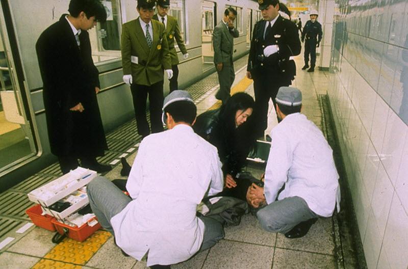 Risultati immagini per strage metropolitana di tokyo